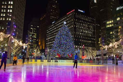 top 5 must see christmas attractions in metro detroit