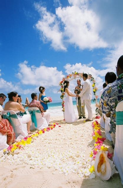 ideas on beach theme wedding by www weddingthemes net