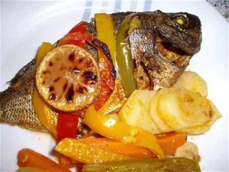 cuisiner du poisson au four poisson et légumes au four recettes a cuisiner le