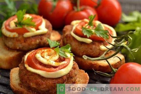 Karstās sviestmaizes ar gaļas kotletes cepeškrāsnī