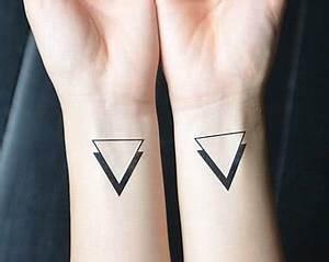 Tattoo Vorlagen Handgelenk : tattoovorlage dreiecke auf dem handgelenk ~ Frokenaadalensverden.com Haus und Dekorationen