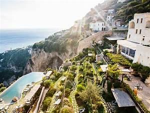 Samt Sofa Rosa : monastero santa rosa a blissful retreat on the amalfi coast ~ Frokenaadalensverden.com Haus und Dekorationen