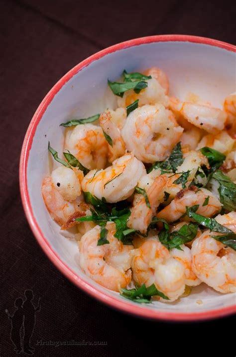 cuisiner des crevettes cuites tapas de crevettes au basilic à l 39 ail et à l 39 huile d