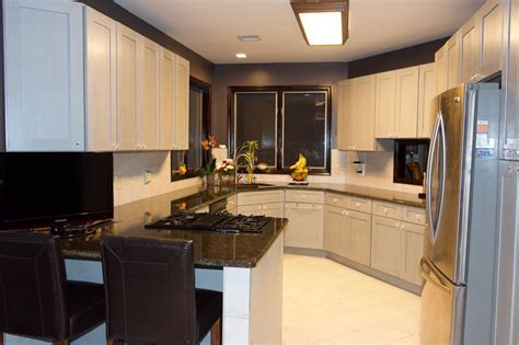I love my new kitchen from Waverly Cabinets.   Waverly