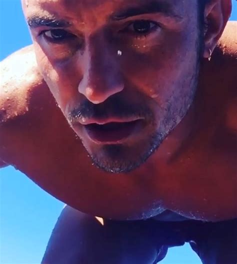 Orlando Bloom Gets Naked In Steamy Threesome For Sexy New