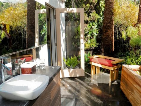 Outdoors Bathroom : 10 Eye-catching Tropical Bathroom Décor Ideas That Will