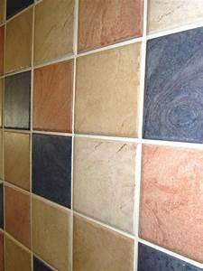 Farbe Für Bodenfliesen : die richtige fliesenfarbe f r ihre k che ihr bad aussuchen ~ Michelbontemps.com Haus und Dekorationen