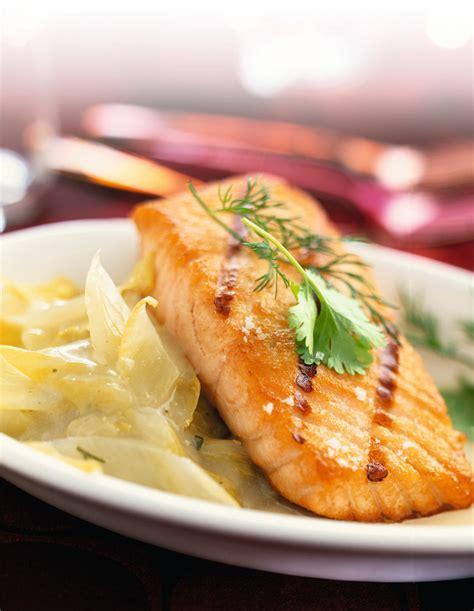 cuisiner pave de saumon comment cuisiner les endives 28 images endives brais