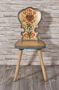 Importante sedia con cuore per arredi di montagna decorata