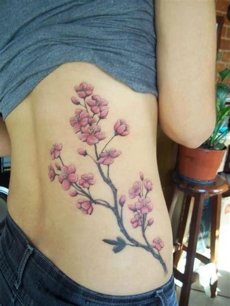fleurs de cerisier tatouage noir  blanc