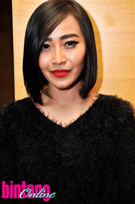 Hamil Muda 20 Minggu Rini Wulandari All That Black Tabloidbintang Com