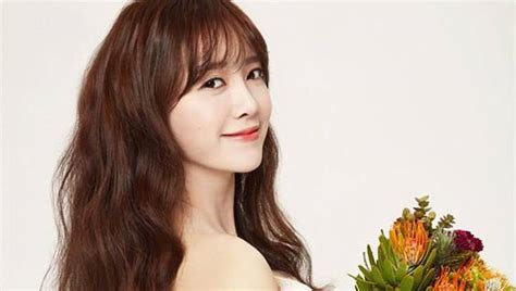Goo Hye Sun does a free wedding pictorial for a close