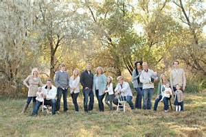 large family pose pics i like