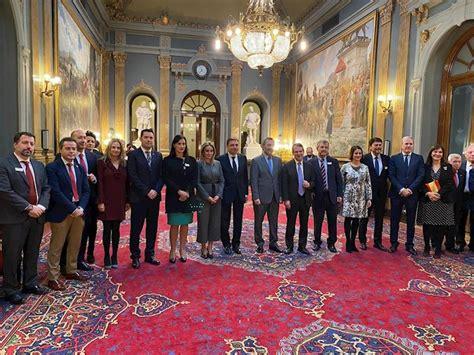 gobierno senado  femp homenajean  los ayuntamientos