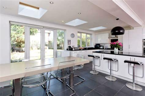 ilot cuisine avec table aménager une cuisine ouverte sur salle à manger