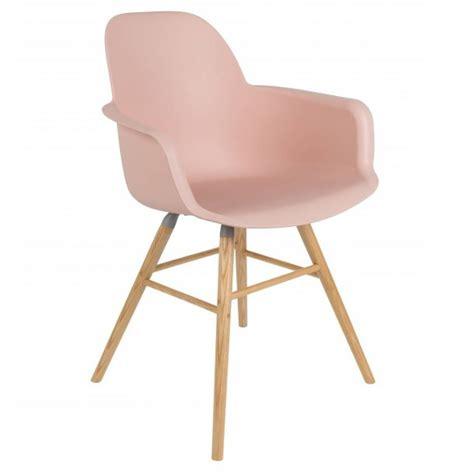chaise design scandinave occasion chaise design ergonomique et stylis 233 e au meilleur prix chaise avec accoudoirs design scandinave
