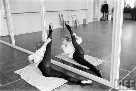 debbie reynolds dancer debbie reynolds in dance rehearsals 1960 let s dance