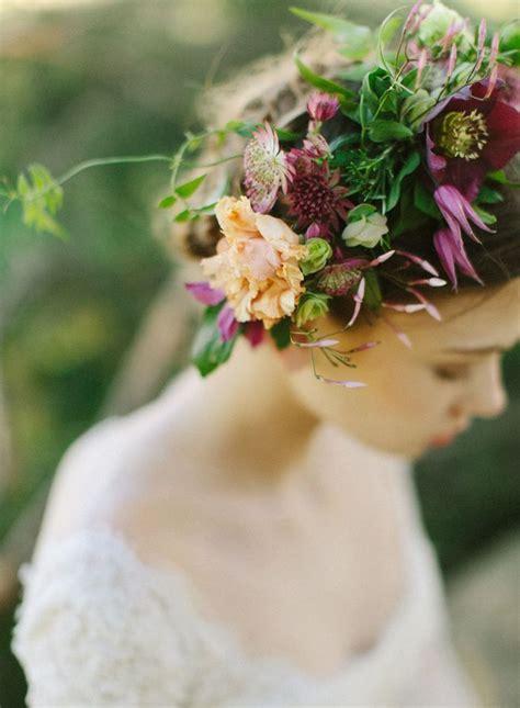 Couronne De Fleurs Cheveux Une Couronne Des Fleurs Dans Les Cheveux Pour Le Mariage Des Fleurs Dans Les Cheveux Pour Un
