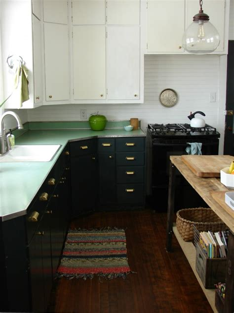painting wood kitchen cabinets expert tips on painting your kitchen cabinets