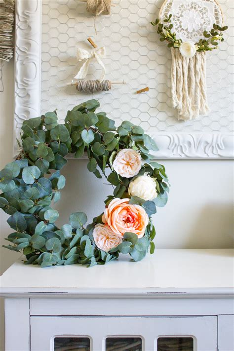 farmhouse home      diy eucalyptus wreath