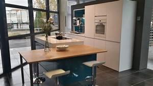 Table Cuisine Blanche : cuisine blanche table bois ~ Teatrodelosmanantiales.com Idées de Décoration