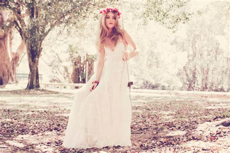 Teekidesignsbyamyoram Beach And Boho Wedding Gowns Via