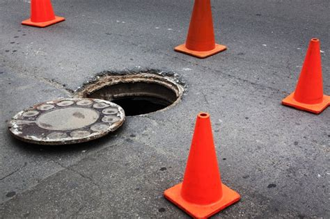 remove  manhole cover hunker