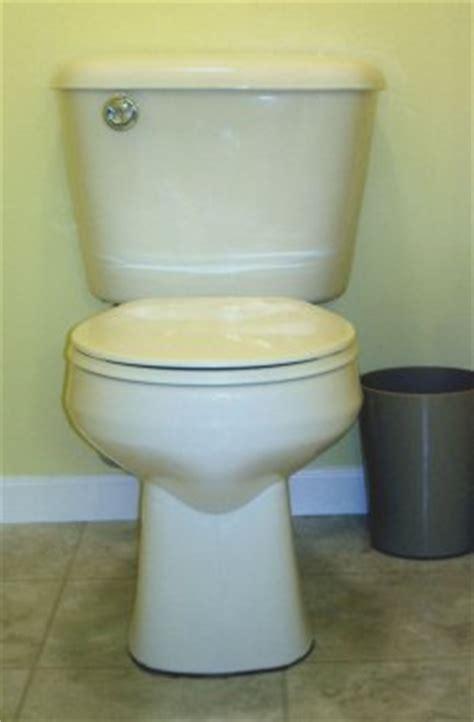 causing  black ring   toilet base