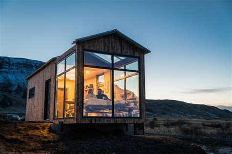 A Glass House That Uses Nature As Its Decor  Yanko Design