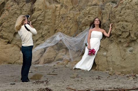 File:Wedding photographer preparing shot.jpg - Wikipedia