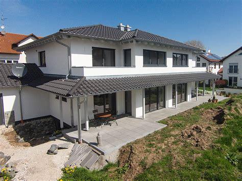 Doppelhaus In Holzbauweise Im Toskanastil