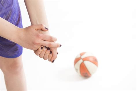 common high school basketball injuries signs symptoms