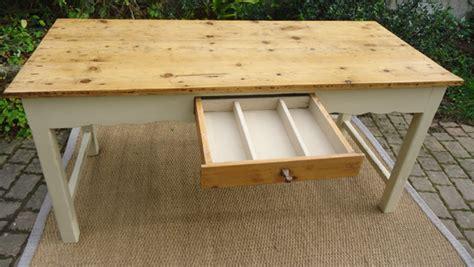 table cuisine tiroir table ancienne peinte pour cuisine avec plateau en