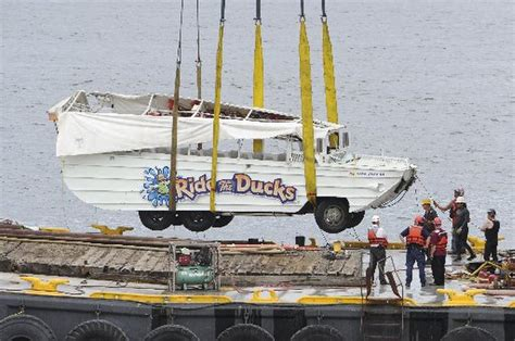 Duck Boat Tours Death by Ride The Ducks History Of Duck Boat Crashes Around The World