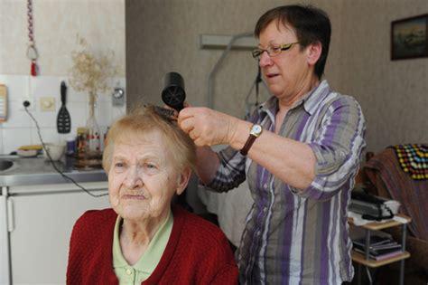 toilette d une personne agee 28 images rasage barbe comment raser une personne 226 g 233 e