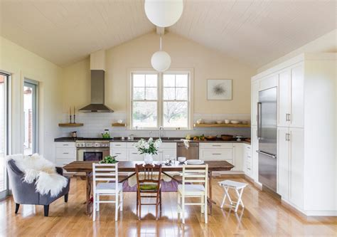benjamin moore linen white cabinets 10 easy pieces architects white paint picks for kitchen 324 | gustave carlson white cabinets kitchen yellow walls
