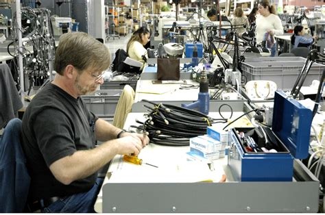 4 Reasons To Use A Contract Electronics Manufacturer