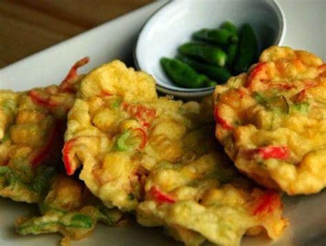 Makanan yang terbuat dari tepung terigu dengan tambahan sayuran ini cocok dijadikan sebagai cemilan atau teman makan nasi. Resep Membuat Bakwan Jagung Manis Spesial Paling Enak