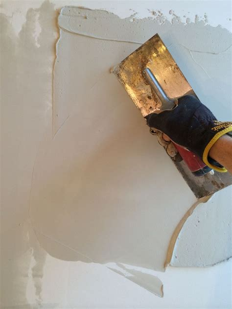 Skim Coat Ceiling With Roller by 1000 Ideas About Skim Coat Plaster On Epoxy