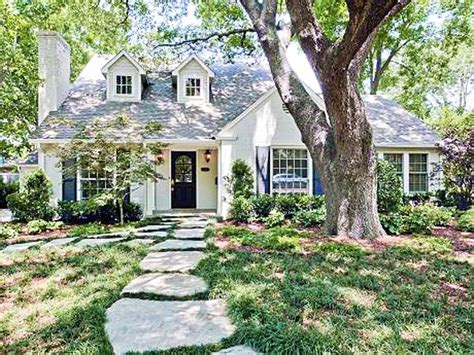 Such A Charming Little Cottage Home! Love The Stone Walk