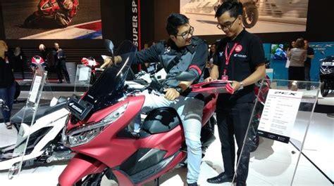 Pcx 2018 Warna Terlaris by Pcx Dan Vario Jadi Motor Terlaris Honda Di Imos 2018