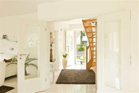 eingangsbereich flur mit treppe doppelfluegeltuer