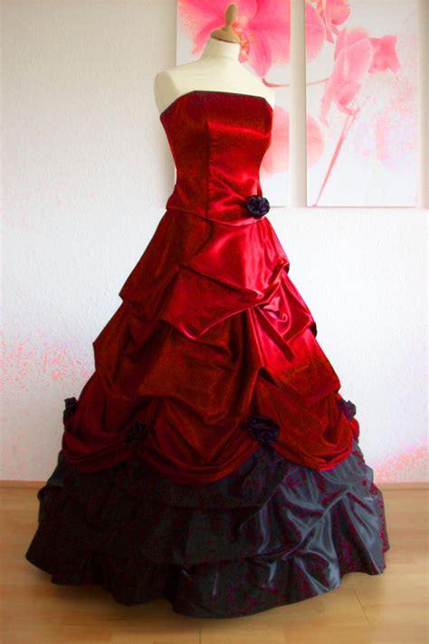 brautkleid mit rot romantisches brautkleid mit reifrock schwarz und rot kleiderfreuden