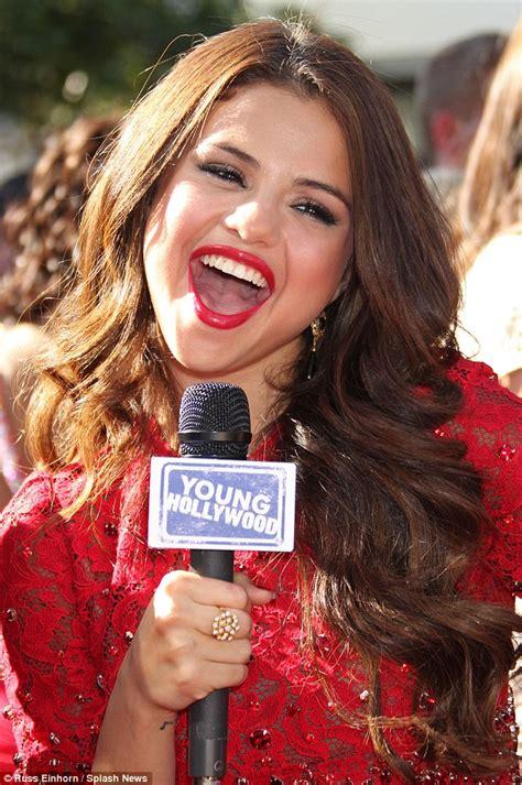 ESPY Awards 2013: Selena Gomez dazzles in glittery red ...