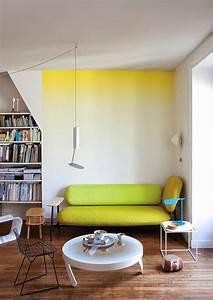 peindre mur et plafond peindre un plafond en couleur joli With peindre un mur de couleur dans un salon 6 nos astuces en photos pour peindre une piace en deux couleurs