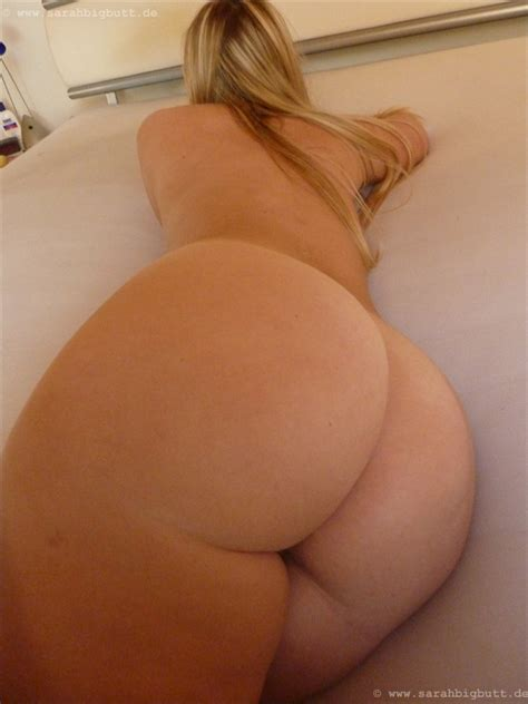 German Big Butt Girl Fully Nude And Playing Around With A