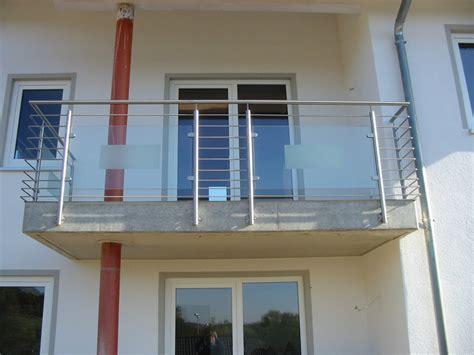 balkongeländer glas edelstahl metall balkongel 228 nder stahl verzinkt edelstahl anlagen