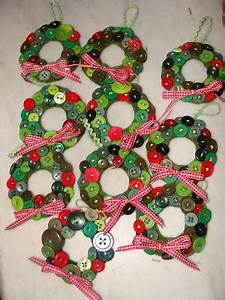 Cute button wreaths They don t look too difficult the