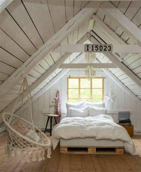 lit pour chambre mansard馥 comment faire un lit en palette 52 idées à ne pas manquer
