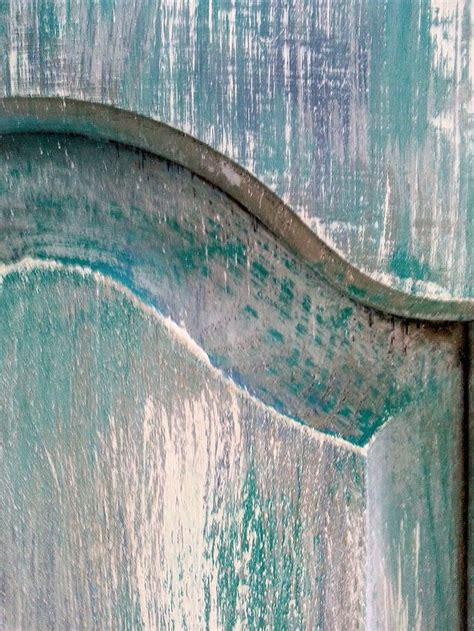 sanding layered   chalk paintby annie sloan